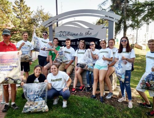 St. Norbert Students Monitor Aesthetics and Clean up at Voyageur Park